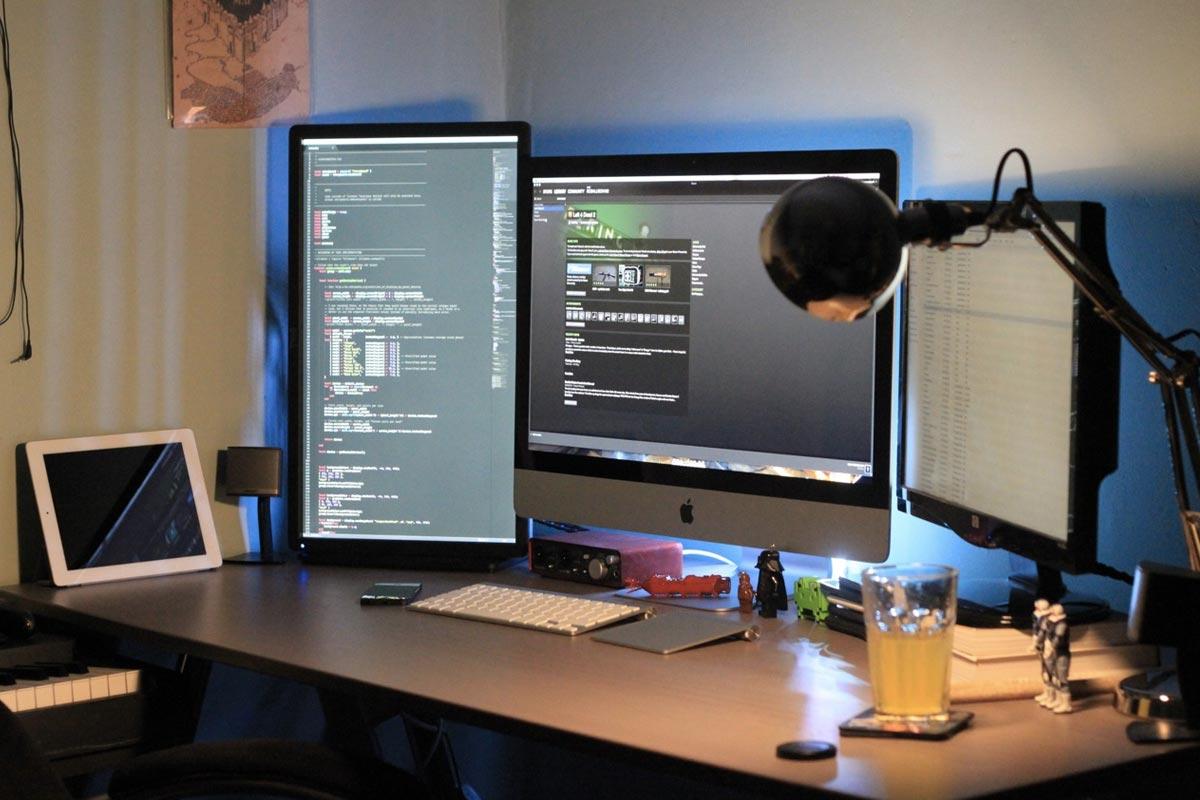 programmers_desk.jpg